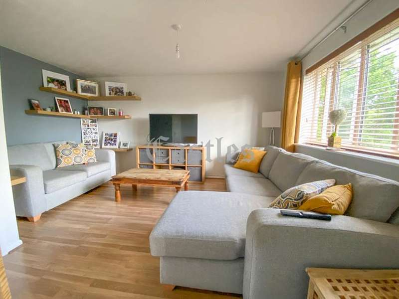 2 Bedrooms Flat for sale in Farthingale Court, Peregrin Road, Waltham Abbey, Essex, EN9