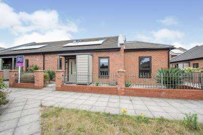 4 Bedrooms Semi Detached House for sale in Dagenham, Essex, United Kingdom