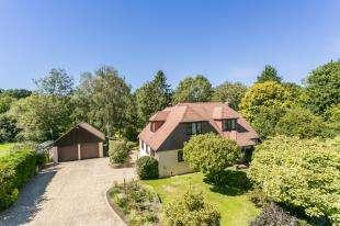 4 Bedrooms Detached House for sale in Sharlands Lane, Blackboys, Uckfield, East Sussex