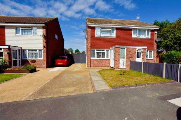 2 Bedrooms Semi Detached House for sale in Newington Gardens, Clacton-on-Sea, Essex