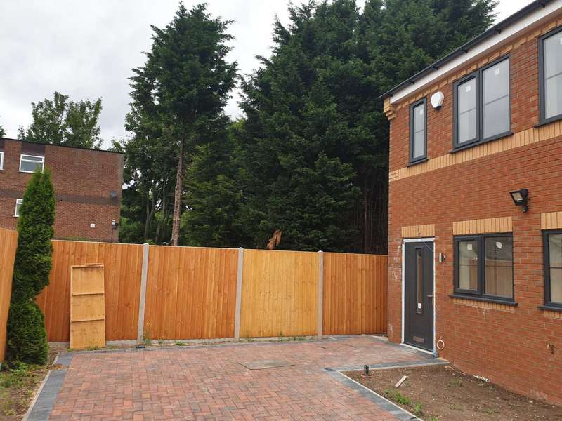 4 Bedrooms End Of Terrace House for sale in Penncricket Lane, Warley
