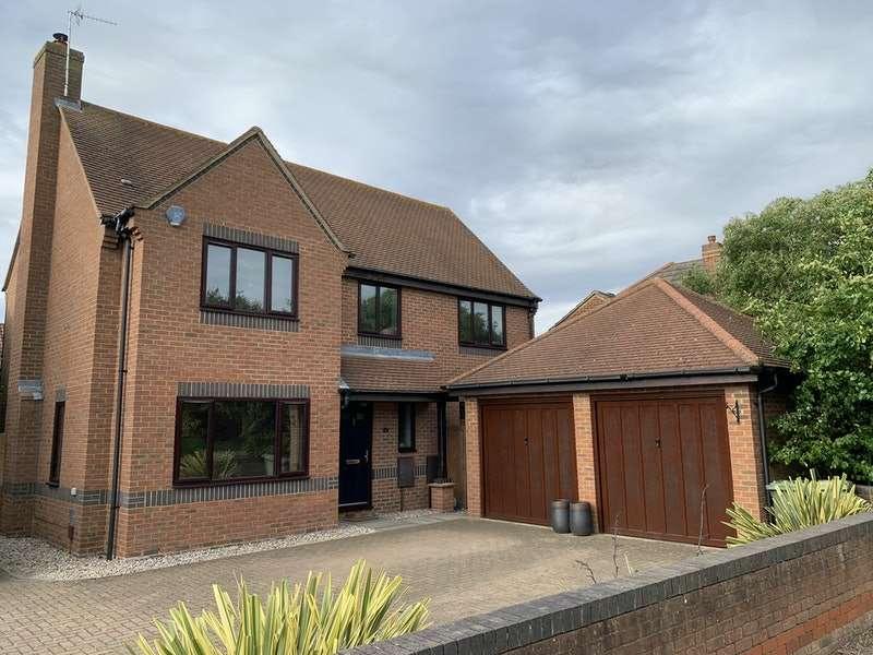 4 Bedrooms Detached House for sale in Claridge Drive, Milton Keynes, MK10