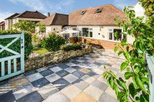 3 Bedrooms Bungalow for sale in The Woodfields, Sanderstead