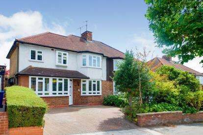 4 Bedrooms Semi Detached House for sale in Cat Hill, East Barnet, Barnet, .