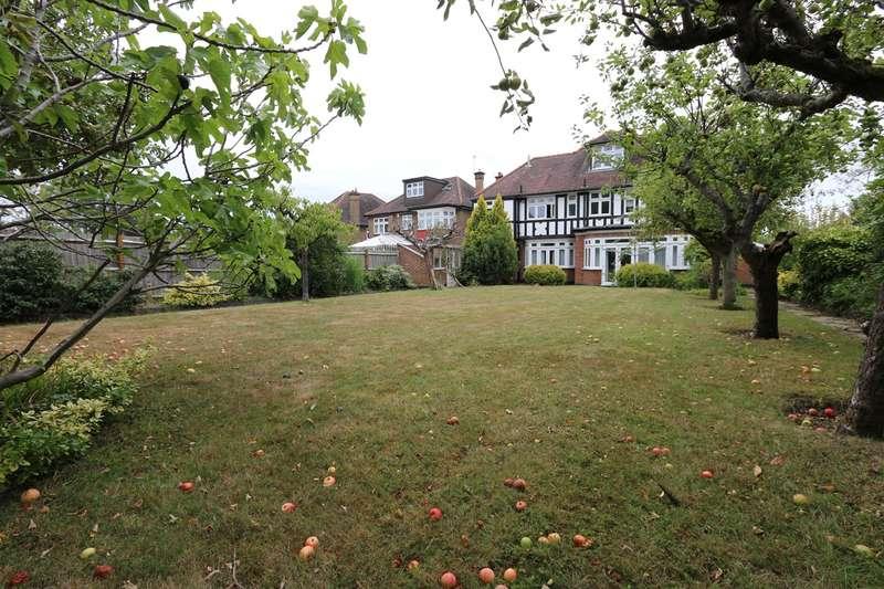 6 Bedrooms Detached House for sale in Northwick Circle, Kenton, Harrow, HA3