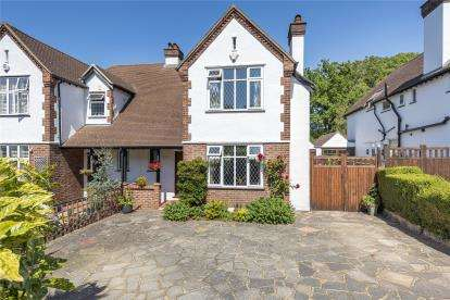 3 Bedrooms Semi Detached House for sale in Tudor Gardens, West Wickham