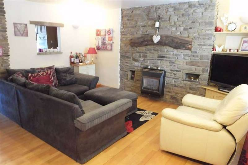 2 Bedrooms Cottage House for sale in Green Street, Barnoldswick, Lancashire, BB18