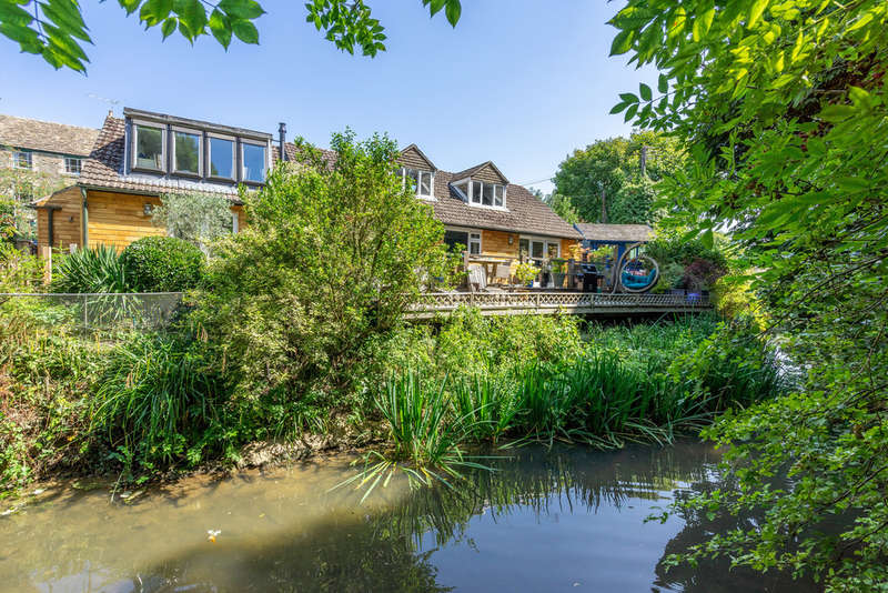 4 Bedrooms Detached House for sale in Baskerville, Malmesbury