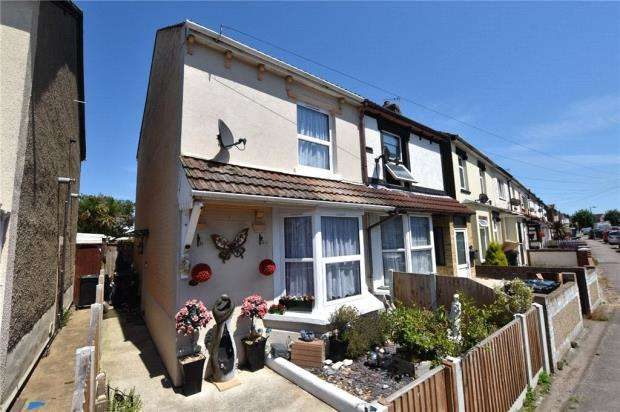 2 Bedrooms Semi Detached House for sale in Cambridge Road, Clacton-on-Sea, Essex