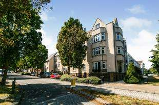 2 Bedrooms Flat for sale in Ingress Park Avenue, Greenhithe, Kent