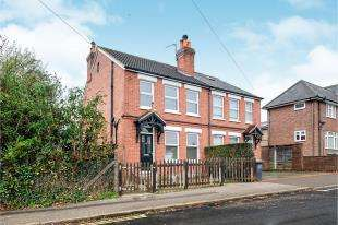 3 Bedrooms Semi Detached House for sale in Goldsmid Road, Tonbridge, Kent