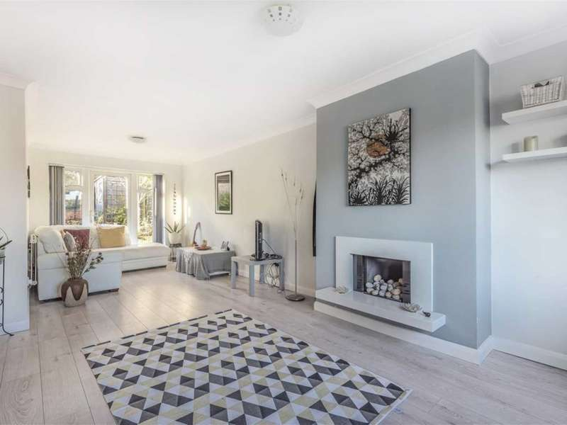 4 Bedrooms End Of Terrace House for sale in Nash Close, Elstree