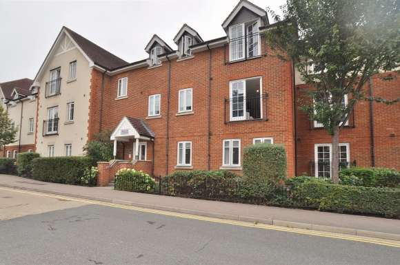 2 Bedrooms Flat for sale in Whinbush Road, Hitchin