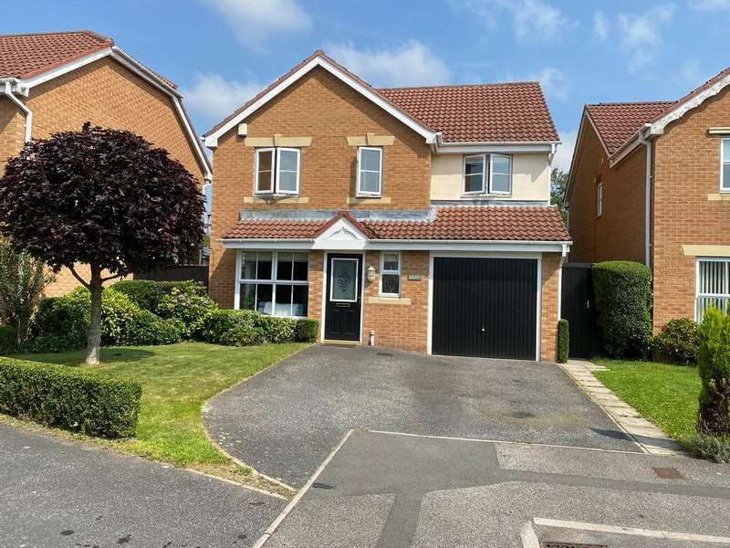 4 Bedrooms Detached House for sale in Lynthwaite Close, Brampton Bierlow, Rotherham, South Yorkshire, S63