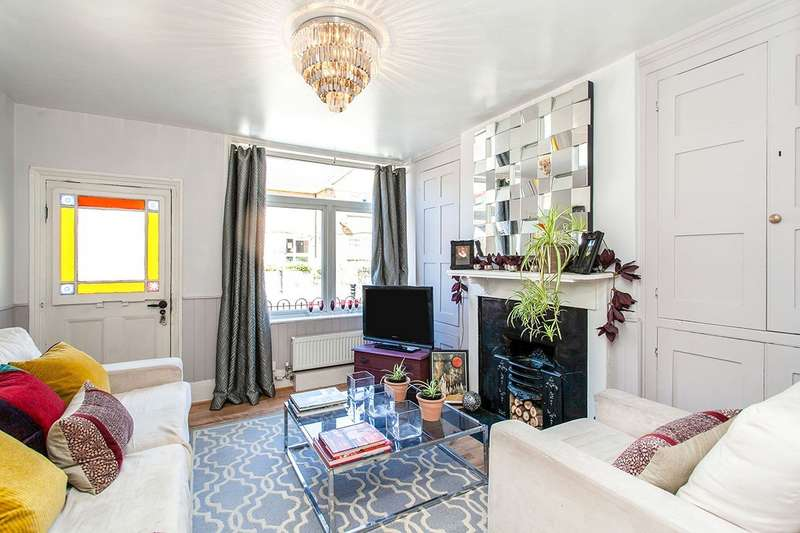 2 Bedrooms House for sale in Castle Terrace High Street, Hadlow, Tonbridge, Kent, TN11