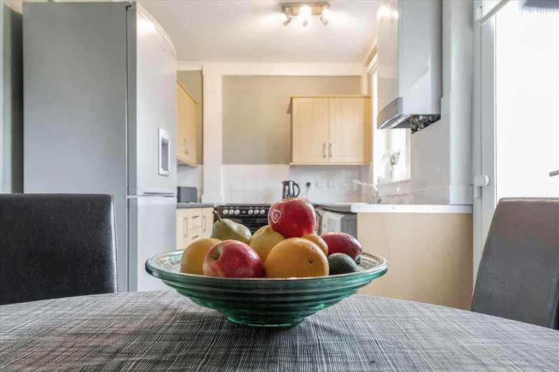 2 Bedrooms Semi Detached House for sale in Moorhill Crescent, Newton Mearns, GLASGOW
