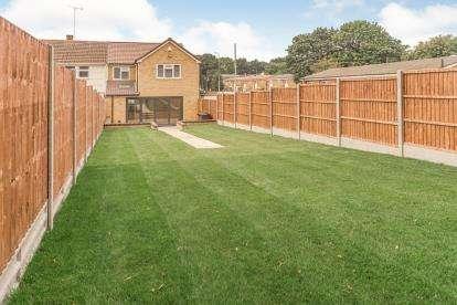 3 Bedrooms Semi Detached House for sale in Bedwell Crescent, Stevenage, Hertfordshire