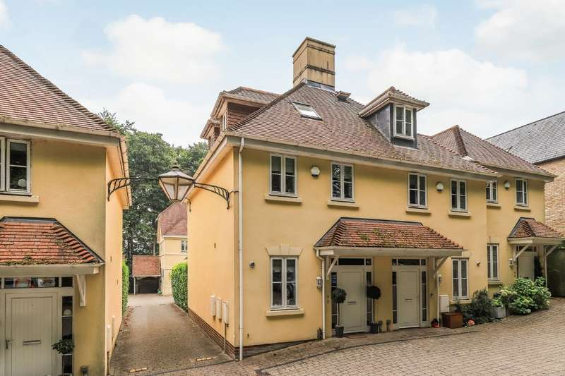 3 Bedrooms Semi Detached House for sale in Pearce Court, 38 Chilbolton Avenue, Winchester, SO22
