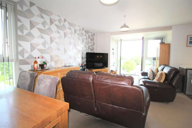 2 Bedrooms Flat for sale in Hollyhedge Road, Manchester, M22 4QN