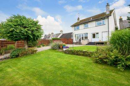 4 Bedrooms Detached House for sale in Main Street, Thornhill