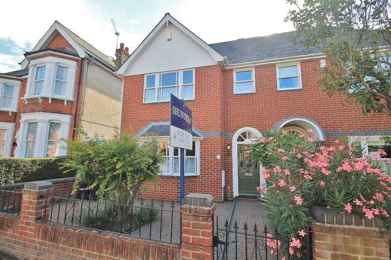 3 Bedrooms Semi Detached House for sale in The Avenue, Gravesend, DA11 0NA