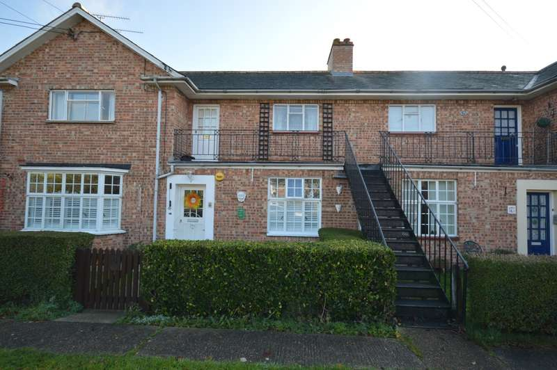 2 Bedrooms Maisonette Flat for sale in Stretford Court, Silver End, Witham, CM8