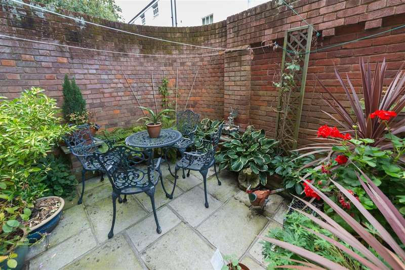 2 Bedrooms End Of Terrace House for sale in Rosemary Lane, Canterbury
