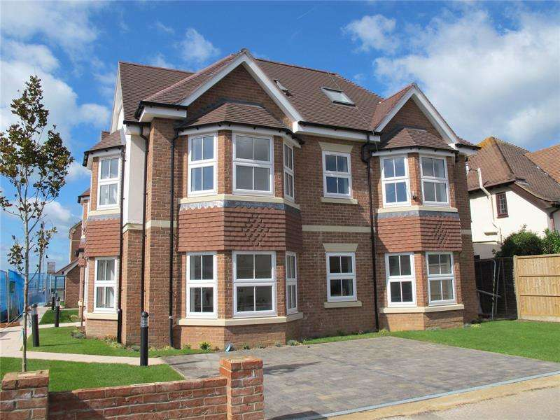 2 Bedrooms Penthouse Flat for sale in Osborne Road, Lee-On-The-Solent, Hampshire, PO13