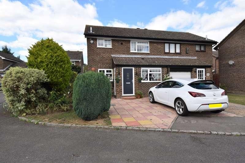 3 Bedrooms Semi Detached House for sale in Juniper Close, Ashford