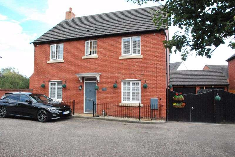 4 Bedrooms Property for sale in Ferndale Close, Gloucester