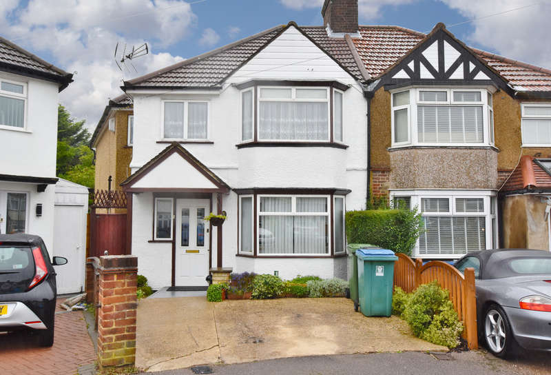 4 Bedrooms Semi Detached House for sale in Leggatts Close, Watford