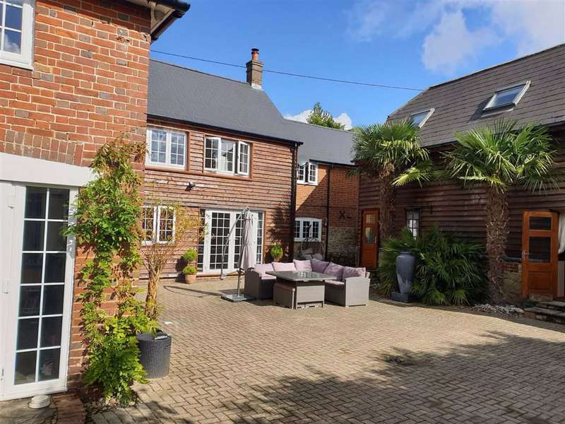 5 Bedrooms Detached House for sale in Mereworth, Kent