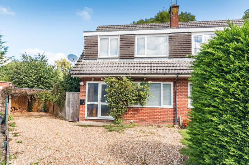 3 Bedrooms Semi Detached House for sale in Hawkins Close, Ringwood, Hampshire