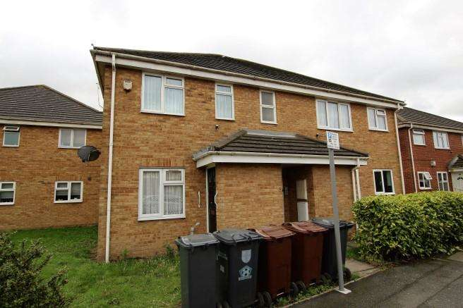 1 Bedroom Flat for sale in Wallers Close, Dagenham, RM9 6YF