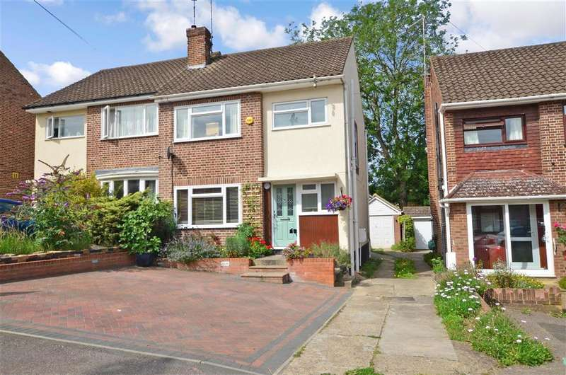 3 Bedrooms Semi Detached House for sale in Beverley Rise, , Billericay, Essex