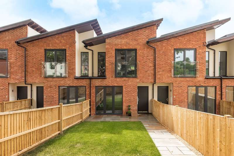 2 Bedrooms House for sale in Bath Road, Stroud, GL5