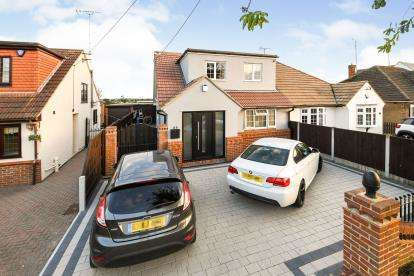 2 Bedrooms Semi Detached House for sale in Great Burstead, Billericay, Essex