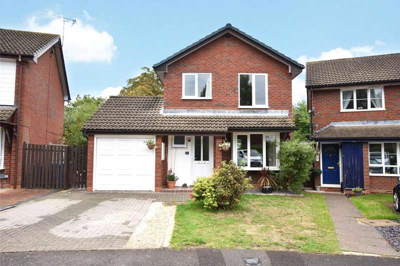 3 Bedrooms Detached House for sale in Briars Close, Farnborough, Hampshire, GU14