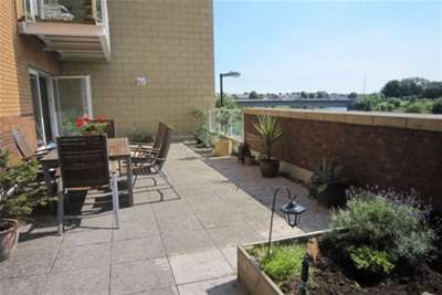 2 Bedrooms Flat for rent in Penstone Court, Century Wharf, Cardiff