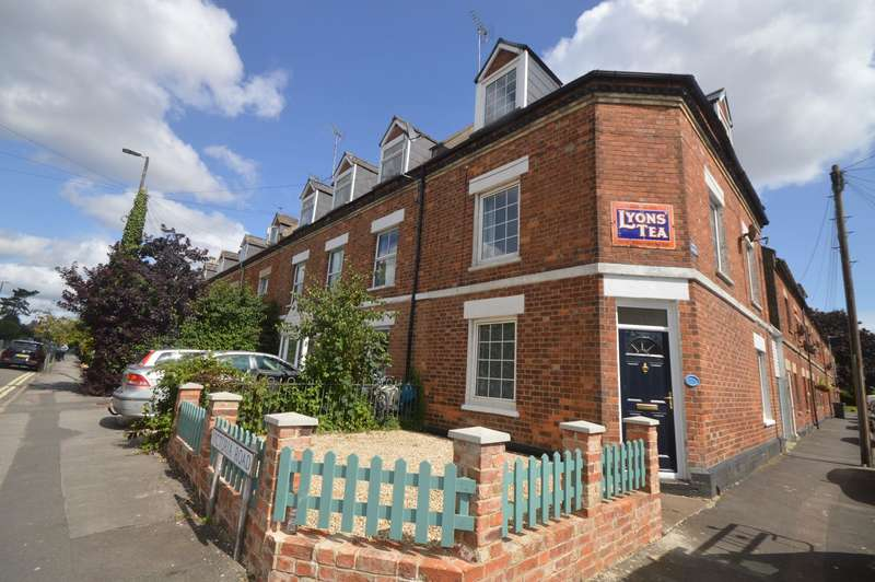 4 Bedrooms End Of Terrace House for rent in Victoria Road