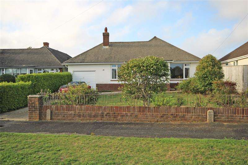 3 Bedrooms Bungalow for sale in Danes Close, Barton on Sea, New Milton, Hampshire, BH25