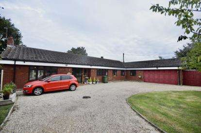 3 Bedrooms Bungalow for sale in Althorne, Chelmsford, Essex