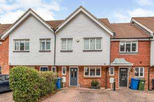 3 Bedrooms Terraced House for sale in Finch Close, Faversham
