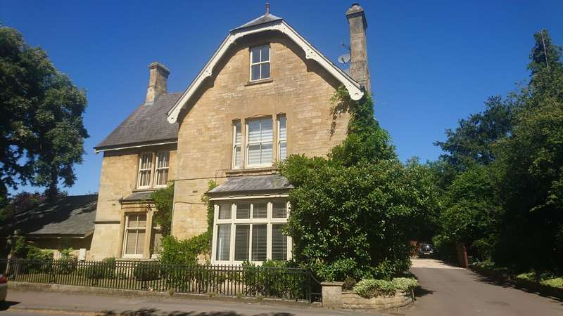 2 Bedrooms Flat for sale in High Street, Mickleton