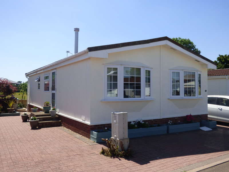 2 Bedrooms Park Home Mobile Home for sale in Badgers Lane, Broadway Park