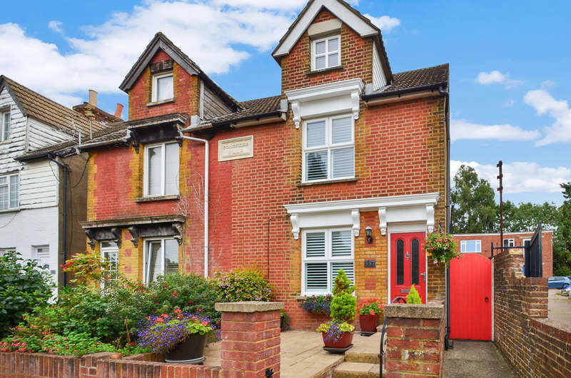 3 Bedrooms Semi Detached House for sale in Loose Road, Maidstone