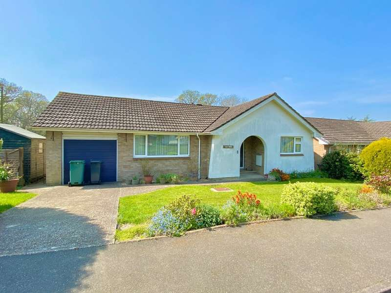 2 Bedrooms Detached Bungalow for sale in Oaklands Close, Fishbourne