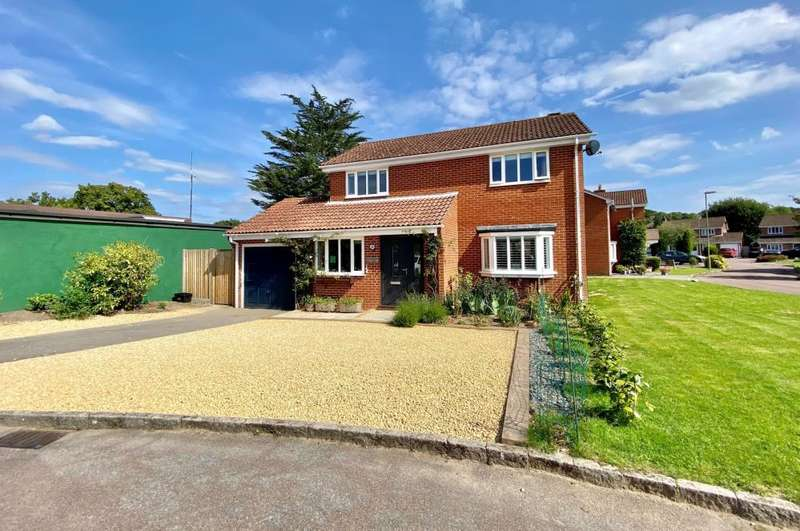 4 Bedrooms Detached House for sale in *Corner Plot* Hightown, Ringwood, BH24 3DT