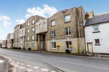 1 Bedroom Flat for sale in Sea Front, Hayling Island, Hampshire