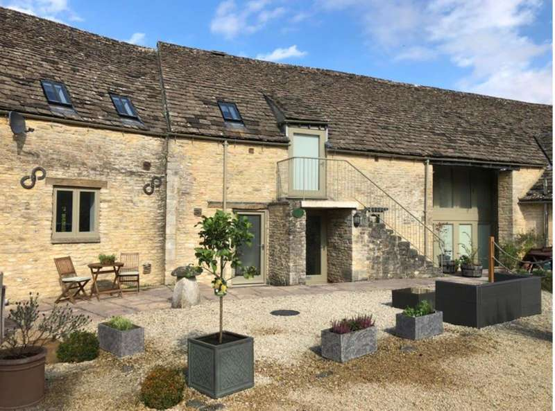 3 Bedrooms Barn Conversion Character Property for sale in Lodge Yard, Kemble, Cirencester, Gloucestershire